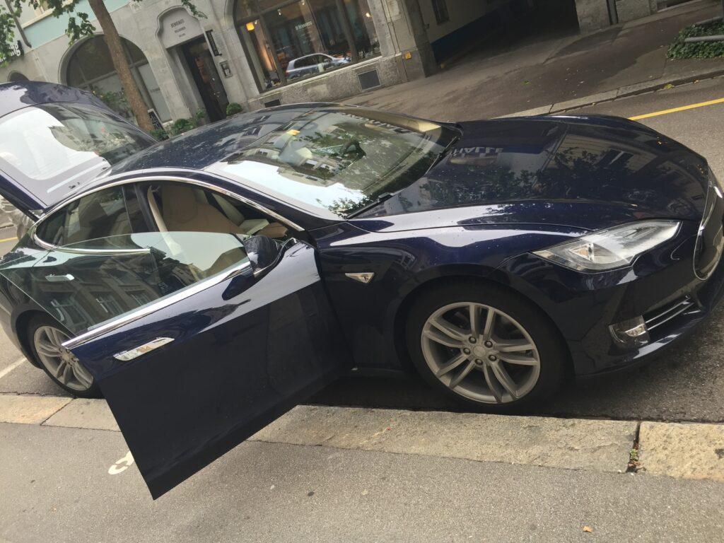 Tesla Model S (Bild: Nic Niggli-Aigner)