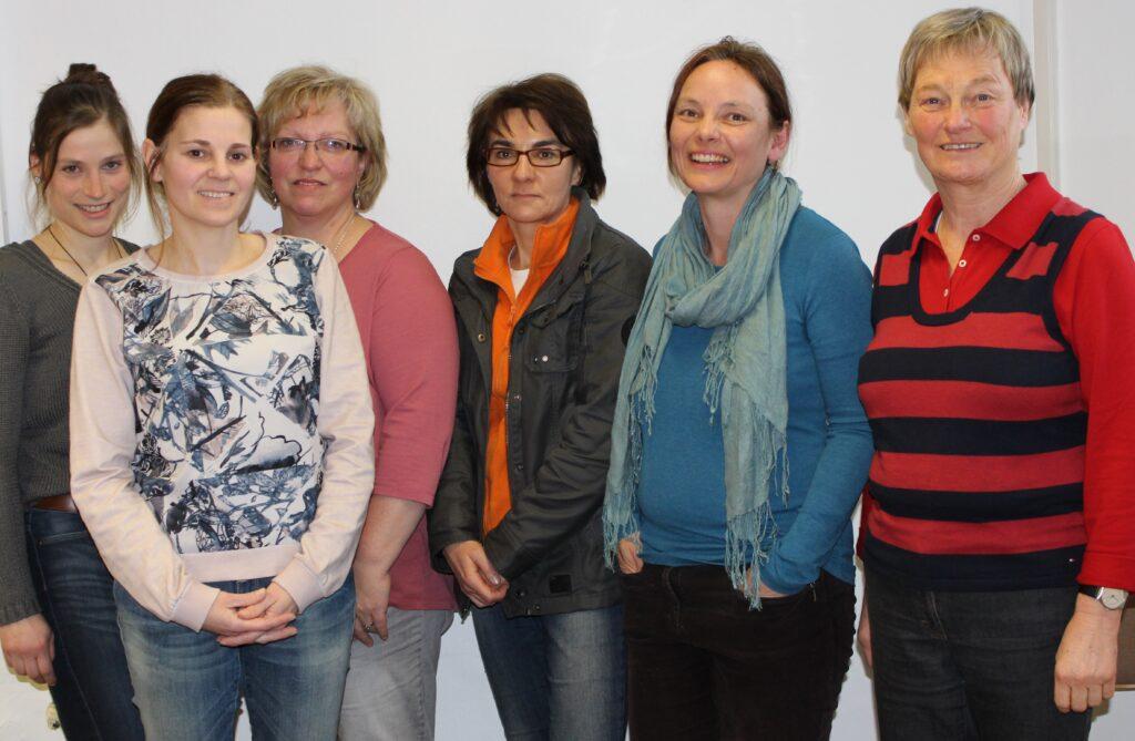 Von links nach rechts: Pia Meier und Katrin Schätzl von der KoKi, die neuen Familienpatinnen Ingrid Haidn, Katrin Hansen, Kirsten Schill und Christine Gogolok (Foto: Landratsamt Freyung-Grafenau)