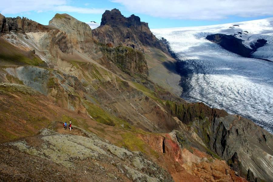 Spektakuläre Gletscherlandschaften prägen das Bild auf der Vulkaninsel Island - ebenso wie die unzähligen Wasserfälle und Geysire. Foto: djd/contrastravel.com