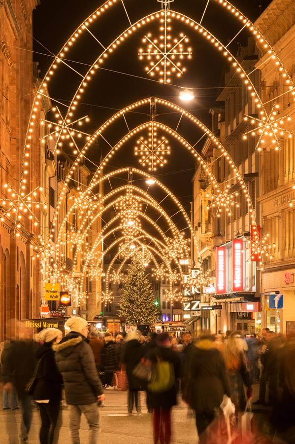 In Basel lassen sich Sightseeing und Weihnachtsshopping ideal miteinander verbinden. (Foto: djd/Basel Tourismus/Sabrina Stäubli)