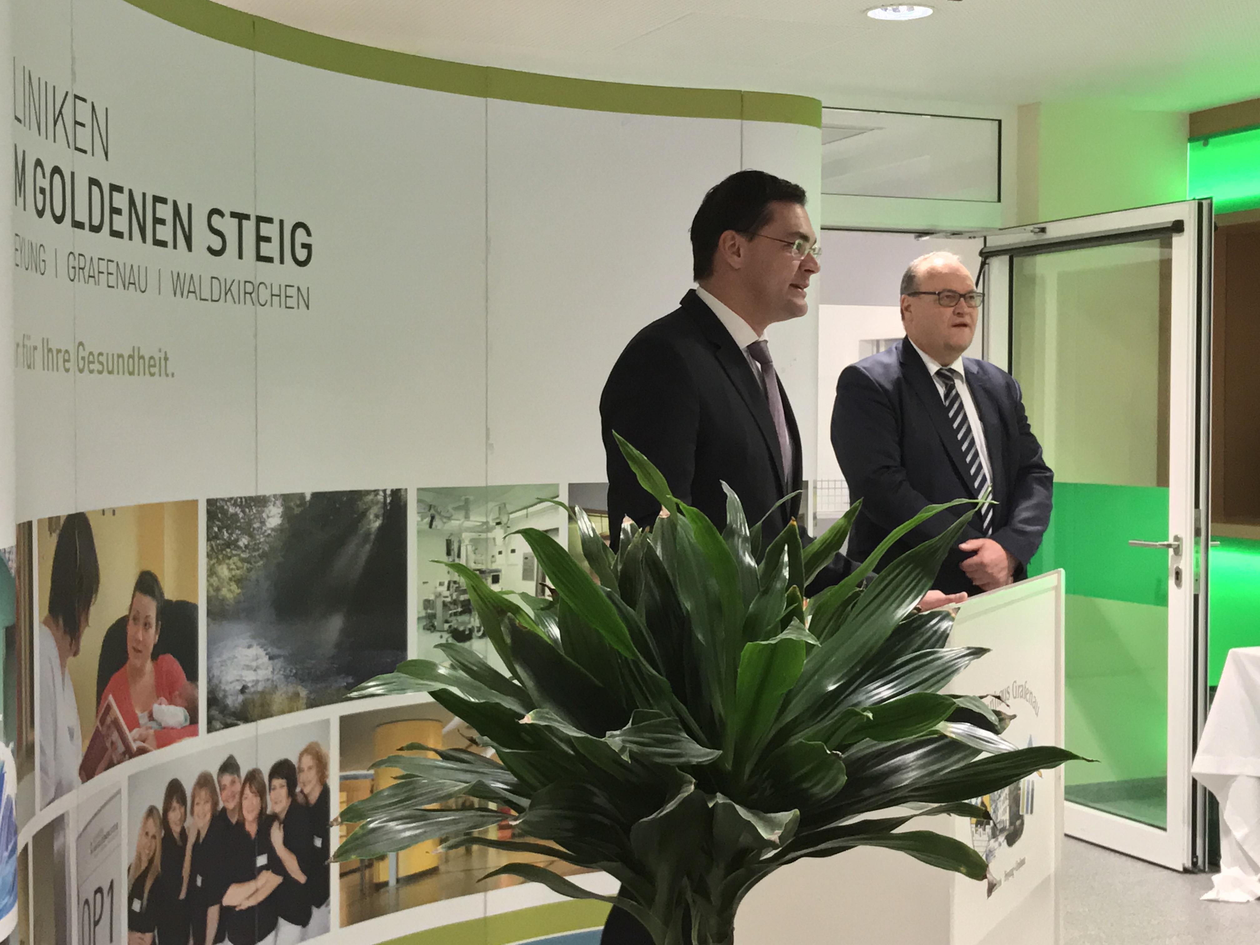 Landrat Sebastian Gruber (li) und Kliniken-Geschäftsführer Helmut Denk (Foto: MuW/c.niggli)