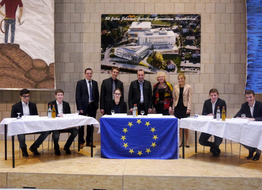 Auch am Johannes-Gutenberg-Gymnasium in Waldkirchen gab Weber seine Ausführungen zu spannenden europäischen Themen zum Besten (Foto: JGG Waldkirchen)