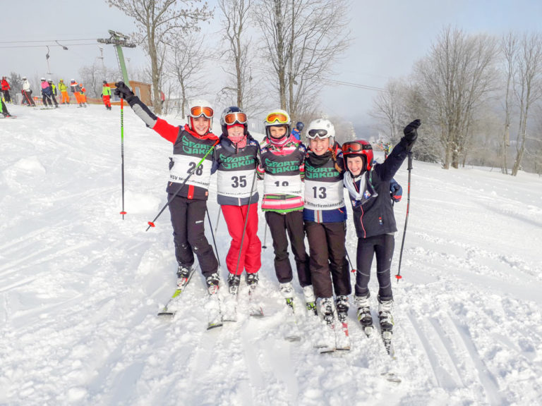 Jubeln über ihren 3. Platz (v. l.): Anna Hannig, Lina Nodes, Luisa Weber, Nina Reihofer und Paulina Renoth. Text/Bild: Wolfgang Fischer