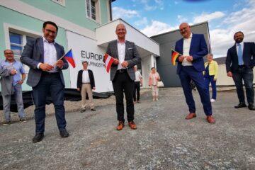vorne v. li.: MdL Tobias Gotthardt, Euregio-Geschäftsführer Kaspar Sammer, MdL Manfred Eibl.Foto: Privat